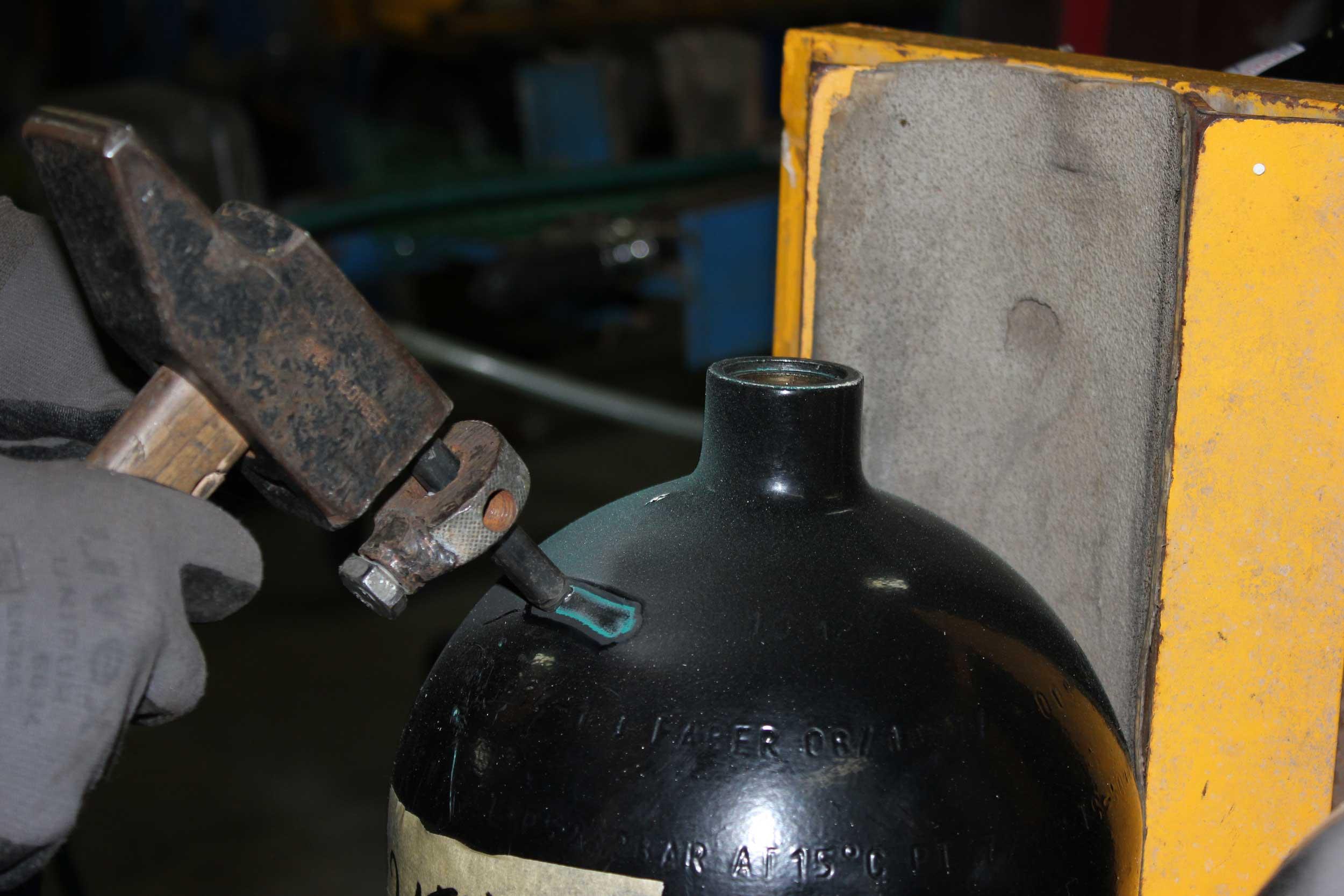 Marquage d'une bouteille de plongée